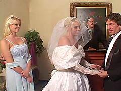 Depraved bride Missy Monroe sucks two boners and enjoys a DP